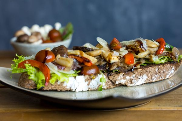 Grilled Mushrooms Bruschetta with Cherry Tomatoes & Manchego (V)